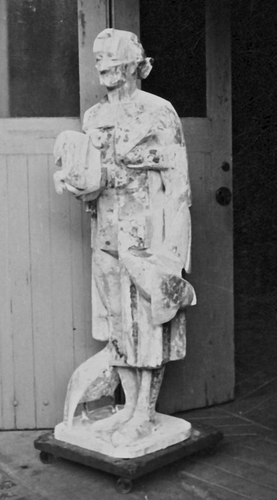 Greyscale. This sculpture, apparently made of plaster and bark, is slightly more realistic in its proportions than 'Man With Sheep'. Instead the cubist influence is seen in the hard lines of the work, especially on the woman's face. She looks tired.