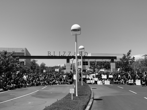 A gathering of hundreds of protesting employees out in front of the Blizzard Entertainment front gate.